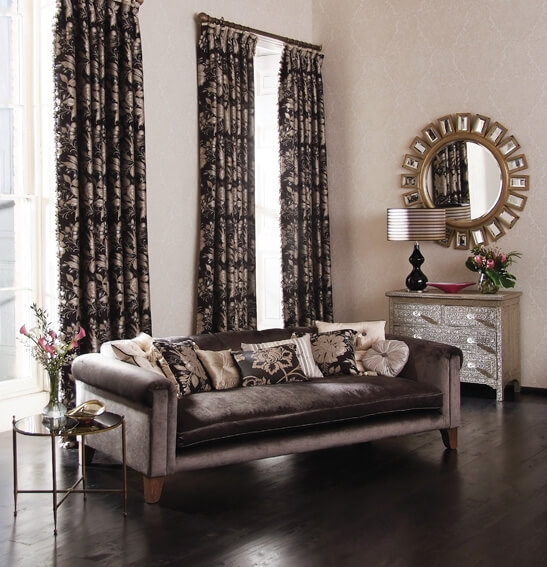 Fashionable colors for living room curtains