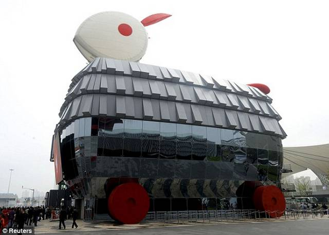 Amazing-Pavilion-In-The-Shape-Of-A-Rabbit10