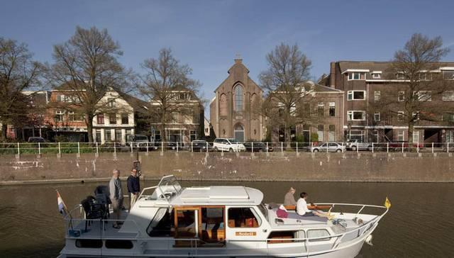 The-Old-Catholic-Church-By-Zecc-Architecten-In-Utrecht2