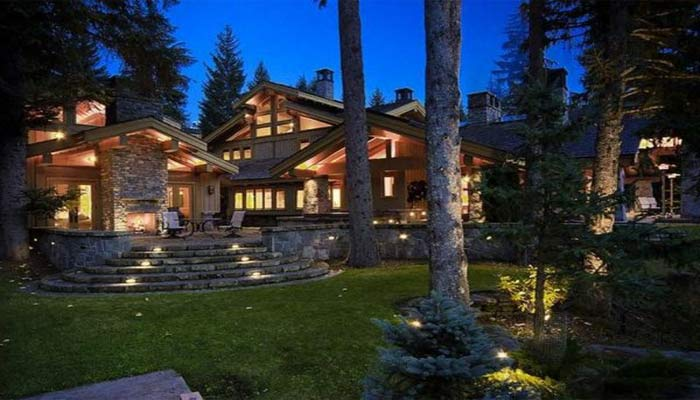 Luxury-Ski-Lodge-Canada