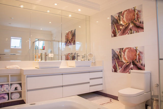 Use-A-Mirror-For-Added-Space-And-Light
